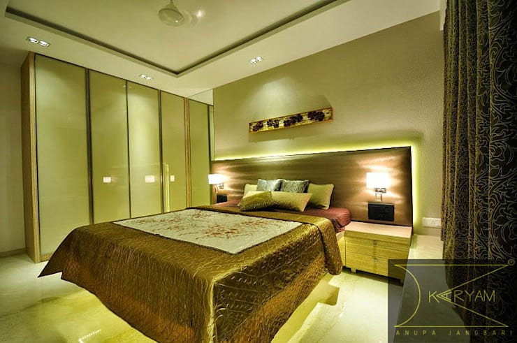 Apartment  in Bandra: minimalistic Bedroom by Karyam Designs