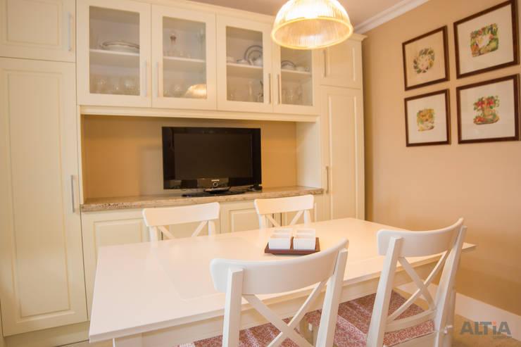 Kitchen by Reformas Altia,