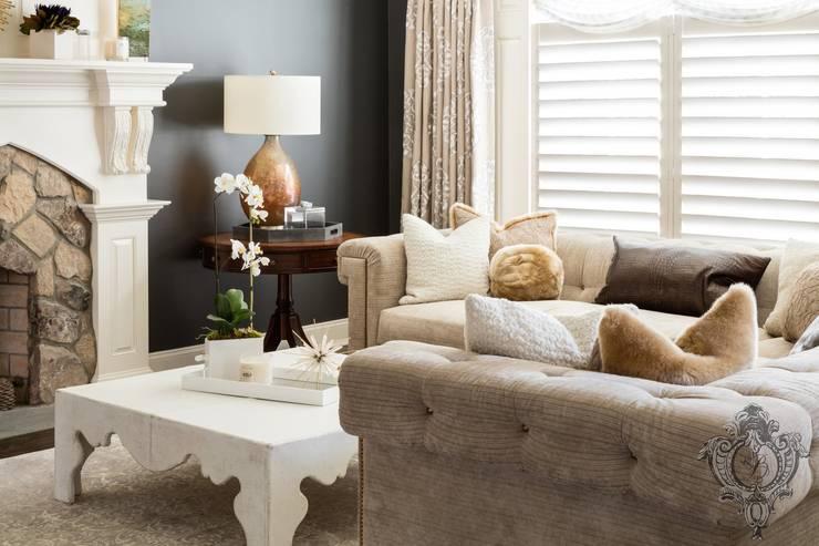 Dash of Gold: modern Living room by Kellie Burke Interiors