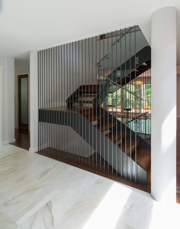 Annapolis Renovation/Addition:  Corridor & hallway by ARCHI-TEXTUAL, PLLC