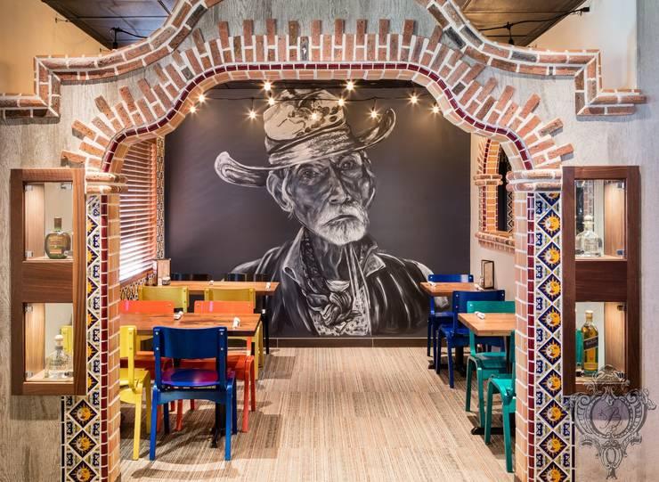Fiesta Room:  Commercial Spaces by Kellie Burke Interiors