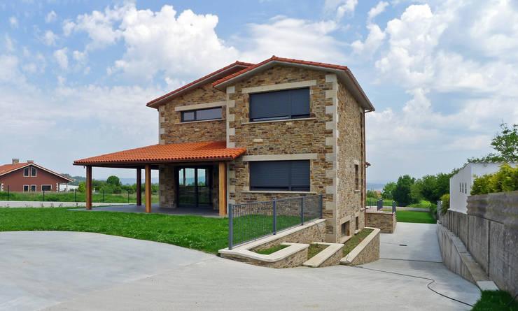 Casas de estilo rústico por AD+ arquitectura