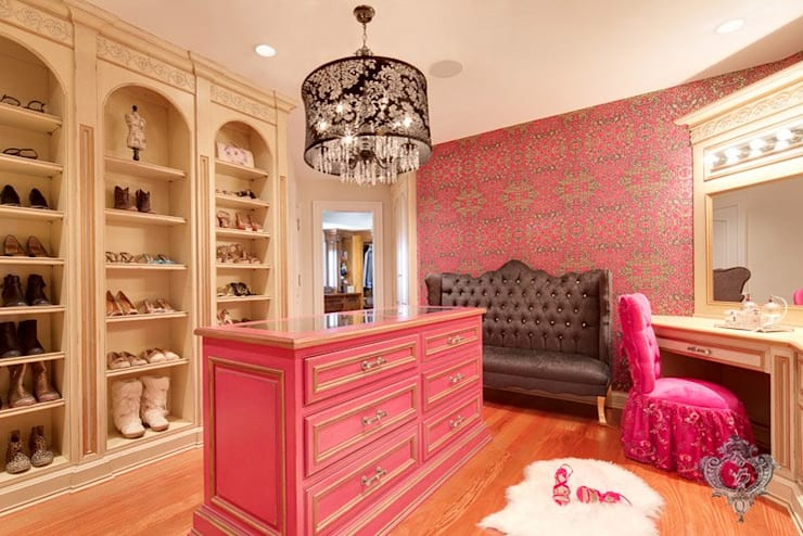 Walk In Closet:  Dressing room by Kellie Burke Interiors