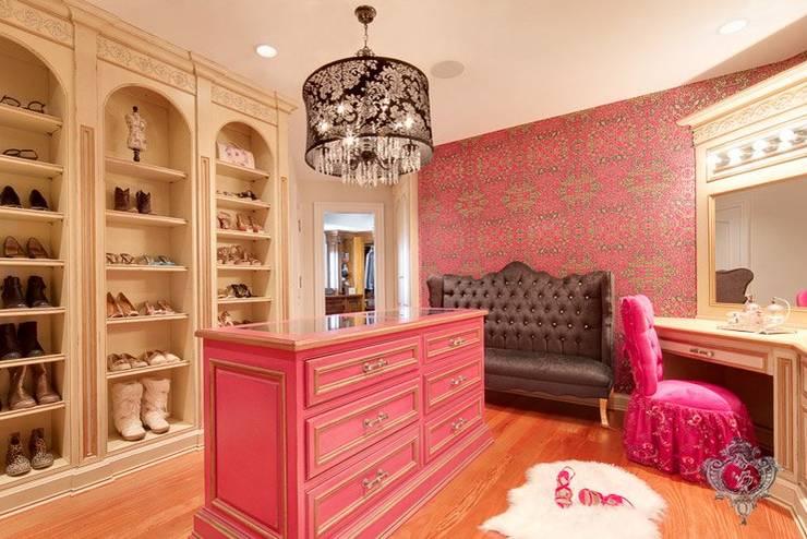 Projekty,  Garderoba zaprojektowane przez Kellie Burke Interiors
