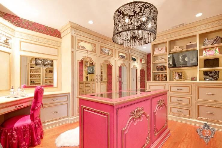 Walk In Closet:  Dressing room by Kellie Burke Interiors