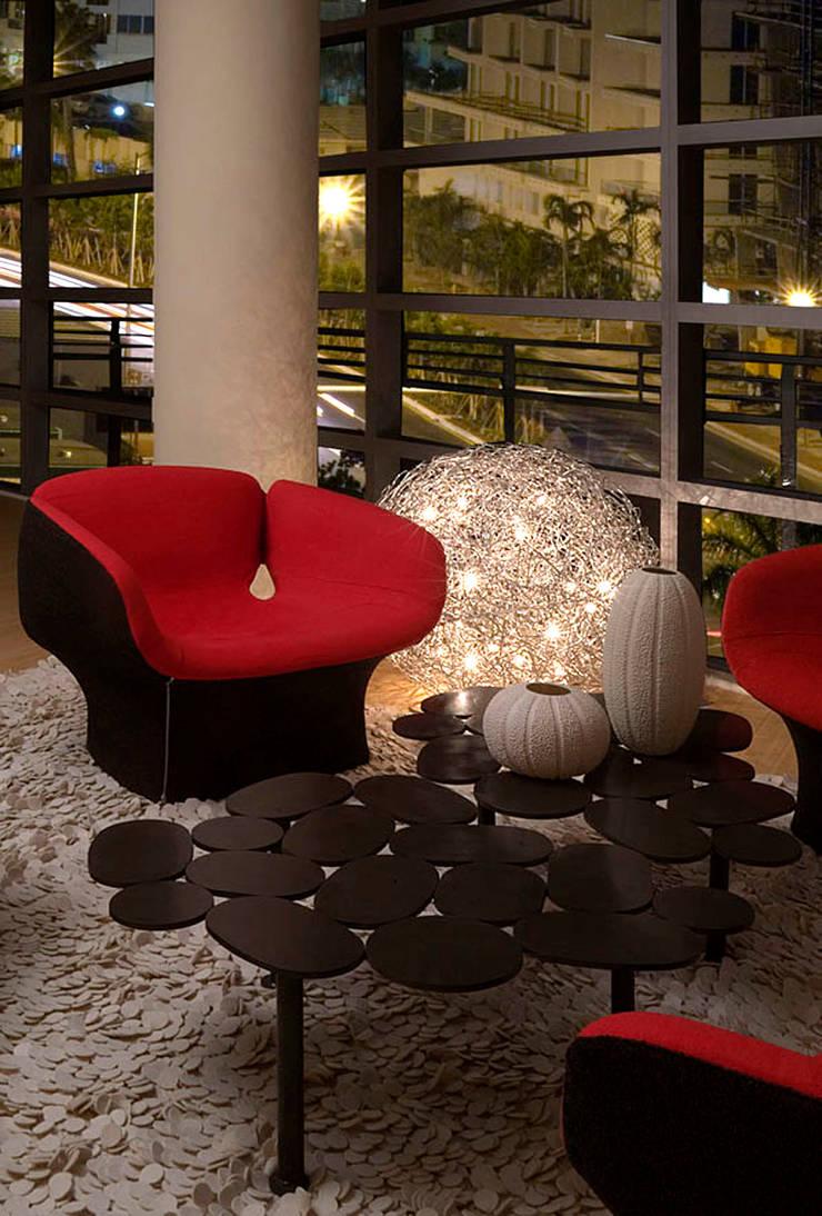 moderno: Salas de estilo  por Claudia Luján, Moderno
