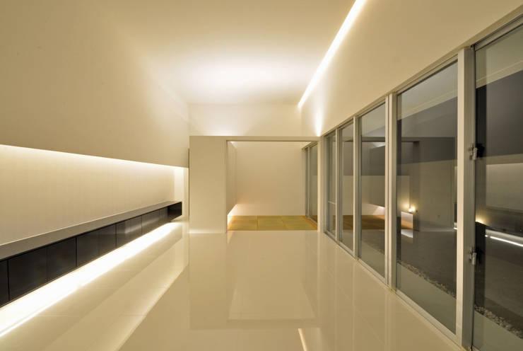 FNKS-HOUSE: 門一級建築士事務所が手掛けたリビングです。