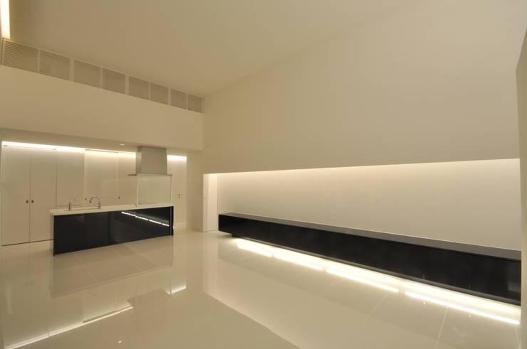 FNKS-HOUSE: 門一級建築士事務所が手掛けたダイニングです。