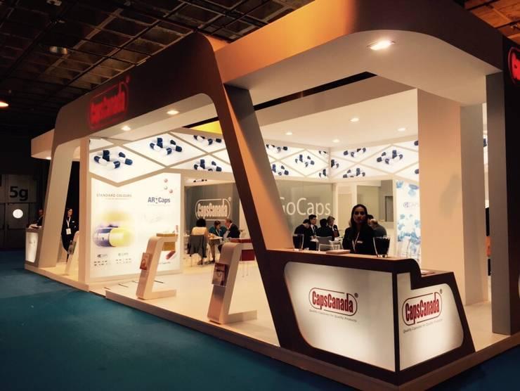 Diseño Stand farmaceutico / Feria CPHI Madrid 2015: Estudios y despachos de estilo moderno por Savignano Design
