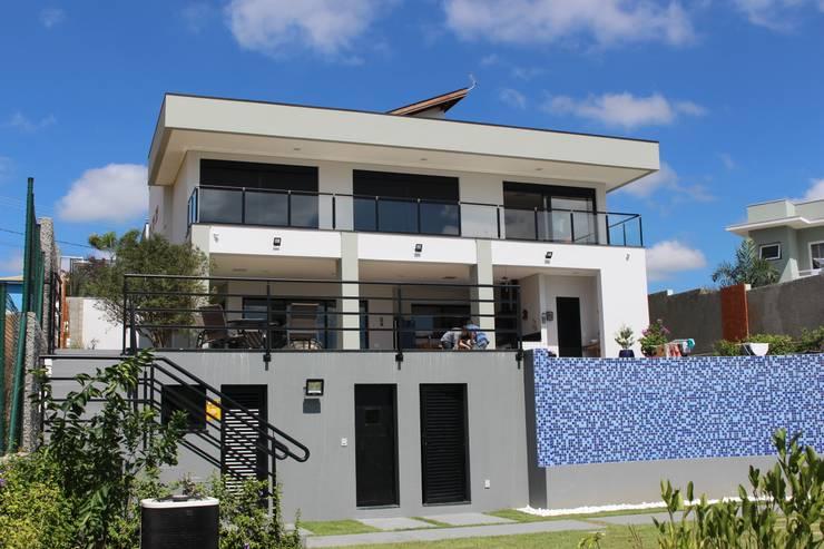 LL - Projeto e Construção Condomínio Lagos em Itupeva: Casas  por Araujo Moraes Engenharia Arquitetura