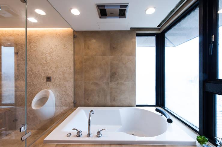 Bathroom by 汎羽空間設計