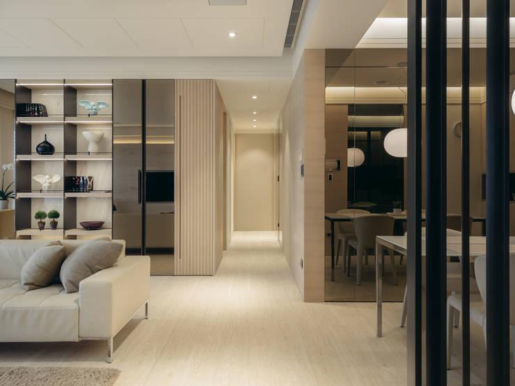 Couloir et hall d'entrée de style  par 汎羽空間設計, Moderne