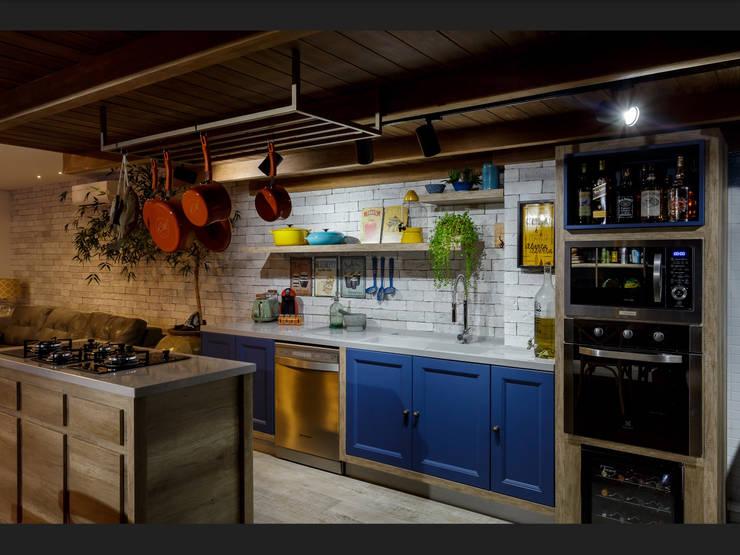 Cozinha aconchegante: Cozinhas tropicais por Montenegro Arquitetura