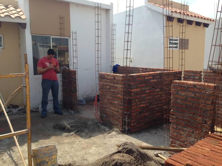 MUROS PLANTA ALTA: Casas de estilo  por Arquitectura-Construcciòn Godwin