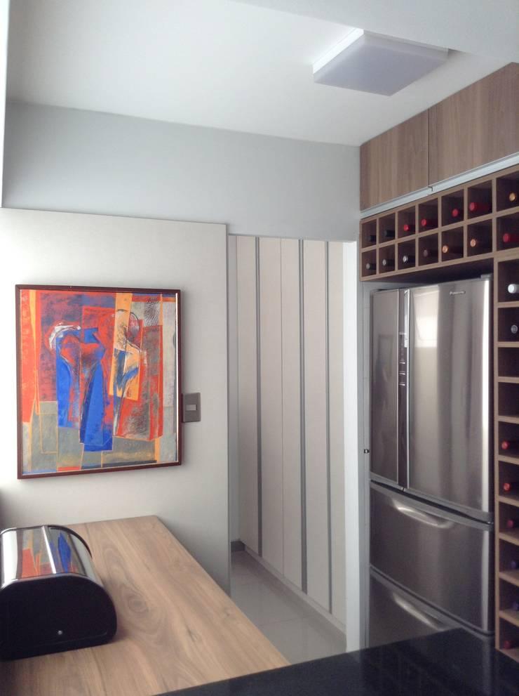 Remodelación Cocina y Cuarto Servicio:  de estilo  por Alicia Ibáñez Interior Design,