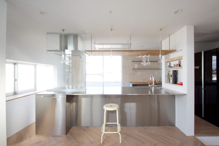 Modern Kitchen by SeijiIwamaArchitects Modern