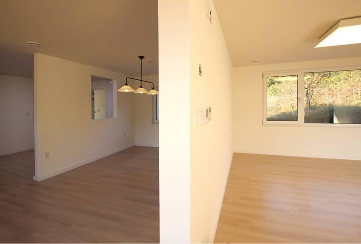 غرفة المعيشة تنفيذ 로이하우스