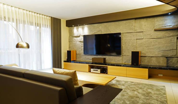 全室案例-新北市張宅:  客廳 by ISQ 質の木系統家具