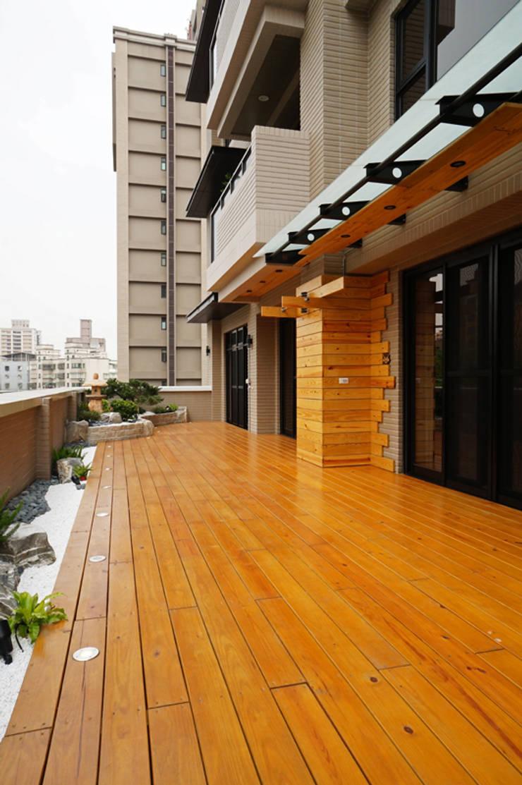 全室案例-新北市張宅:  露臺 by ISQ 質の木系統家具