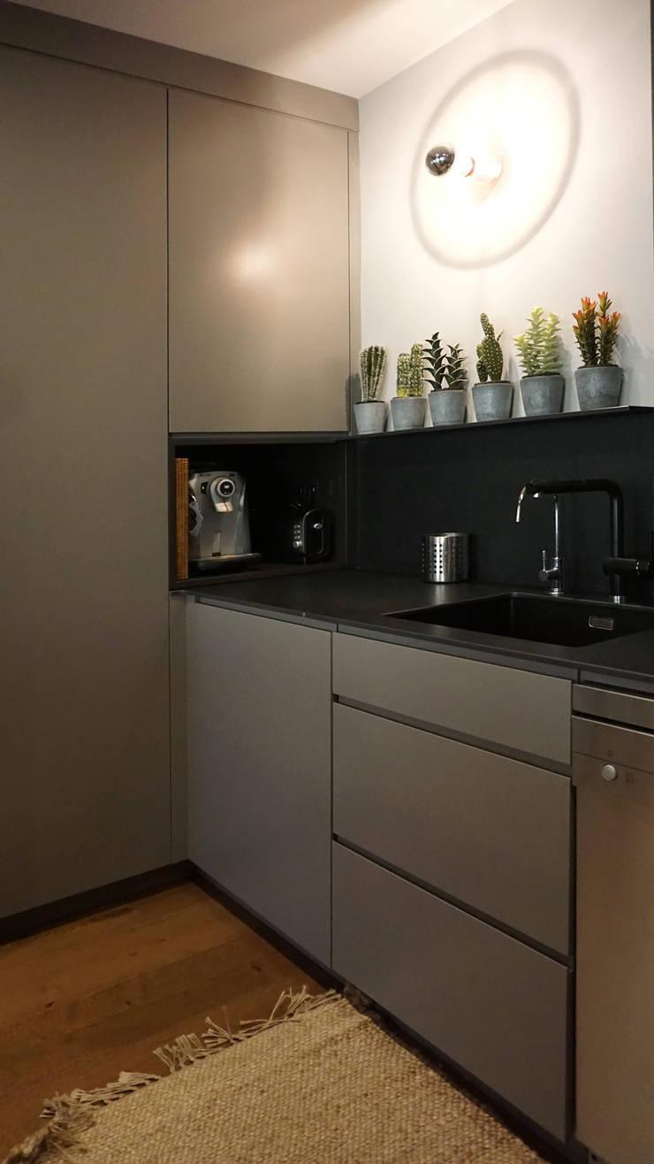 Кухни в . Автор – RIBA MASSANELL S.L., Модерн ДСП