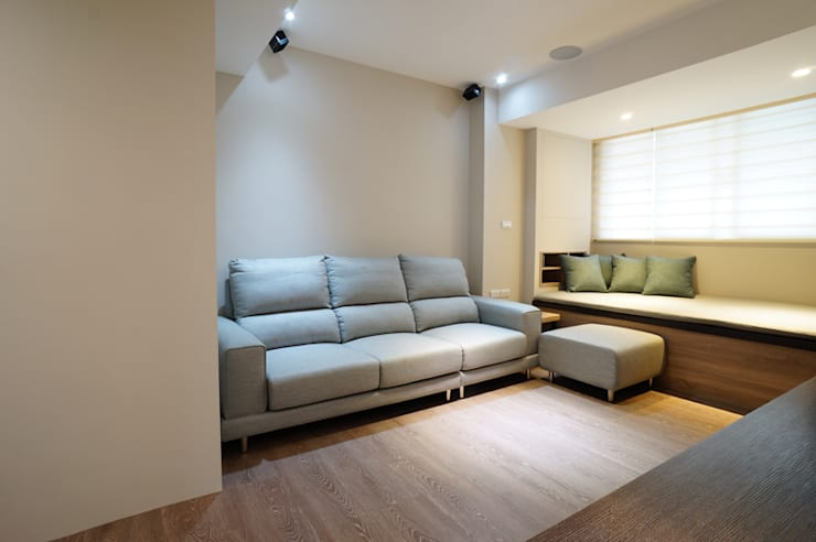 Salas / recibidores de estilo  por ISQ 質の木系統家具