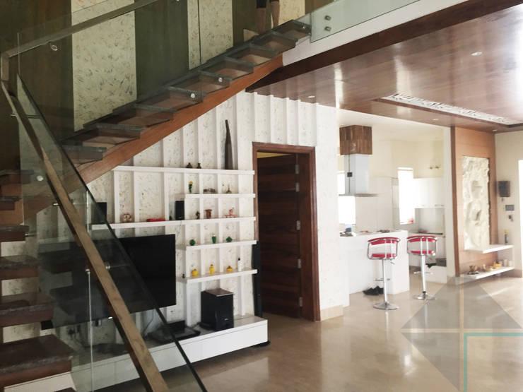 KIRTI BHAWAN:  Corridor & hallway by APT Designs