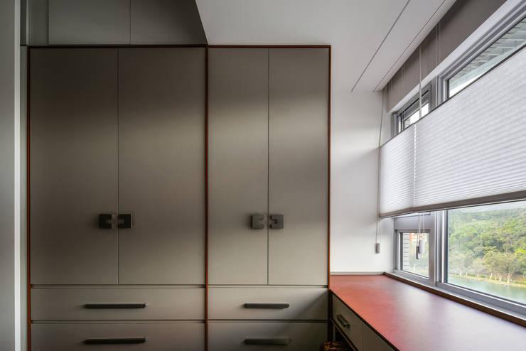 樸山水澗-林宅:  臥室 by DS&BA Design Inc 伊國設計