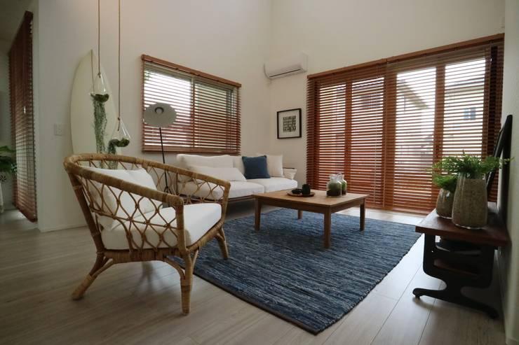 """Model""""CaliforniaSurfer's House"""": コト が手掛けた地中海です。,地中海 木 木目調"""