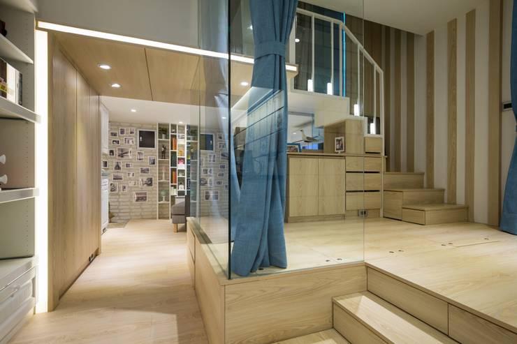 錯層,誕生的喜悅-黃宅:  書房/辦公室 by DS&BA Design Inc 伊國設計