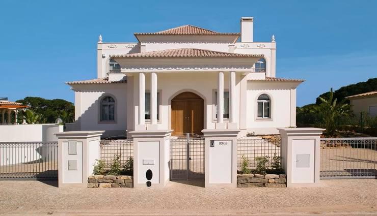 Casas de estilo  por Archiultimate, architecture & interior design