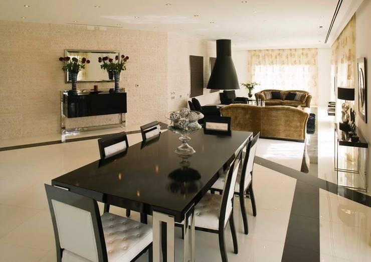 Moradia Unifamiliar: Salas de jantar  por Archiultimate, architecture & interior design
