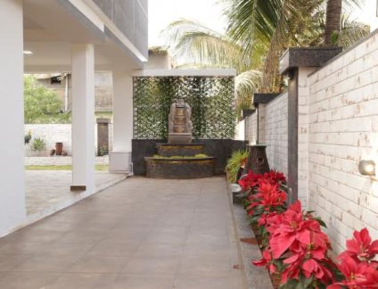 Home Landscaping Design:   by  Jagruti Design Studio