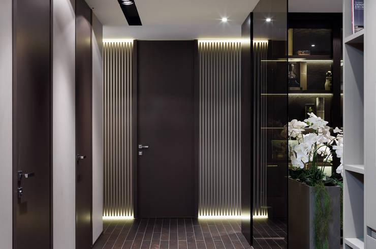 Ingresso & Corridoio in stile  di ART Studio Design & Construction