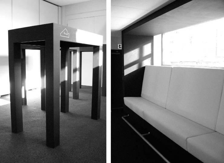 Lounge bank en tafels voor de Academie van Bouwkunst in Groningen.:  Mediakamer door Huting & De Hoop