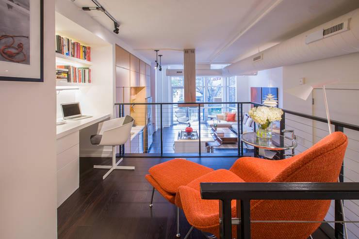 Logan Circle Duplex:  Study/office by FORMA Design Inc.