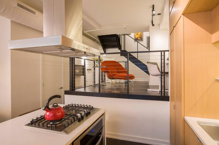 Logan Circle Duplex:  Kitchen by FORMA Design Inc.