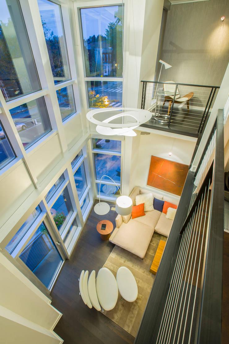 Logan Circle Duplex:  Living room by FORMA Design Inc.