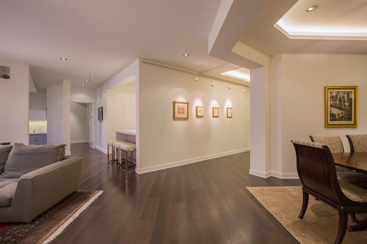 McLean Transitional :  Corridor & hallway by FORMA Design Inc.