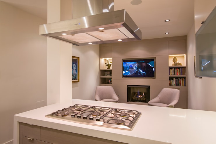 McLean Transitional :  Kitchen by FORMA Design Inc.