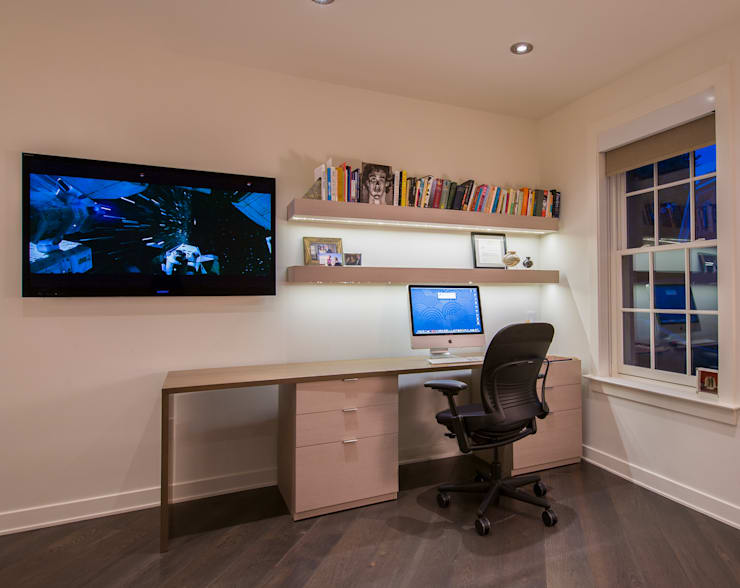 McLean Transitional :  Study/office by FORMA Design Inc.