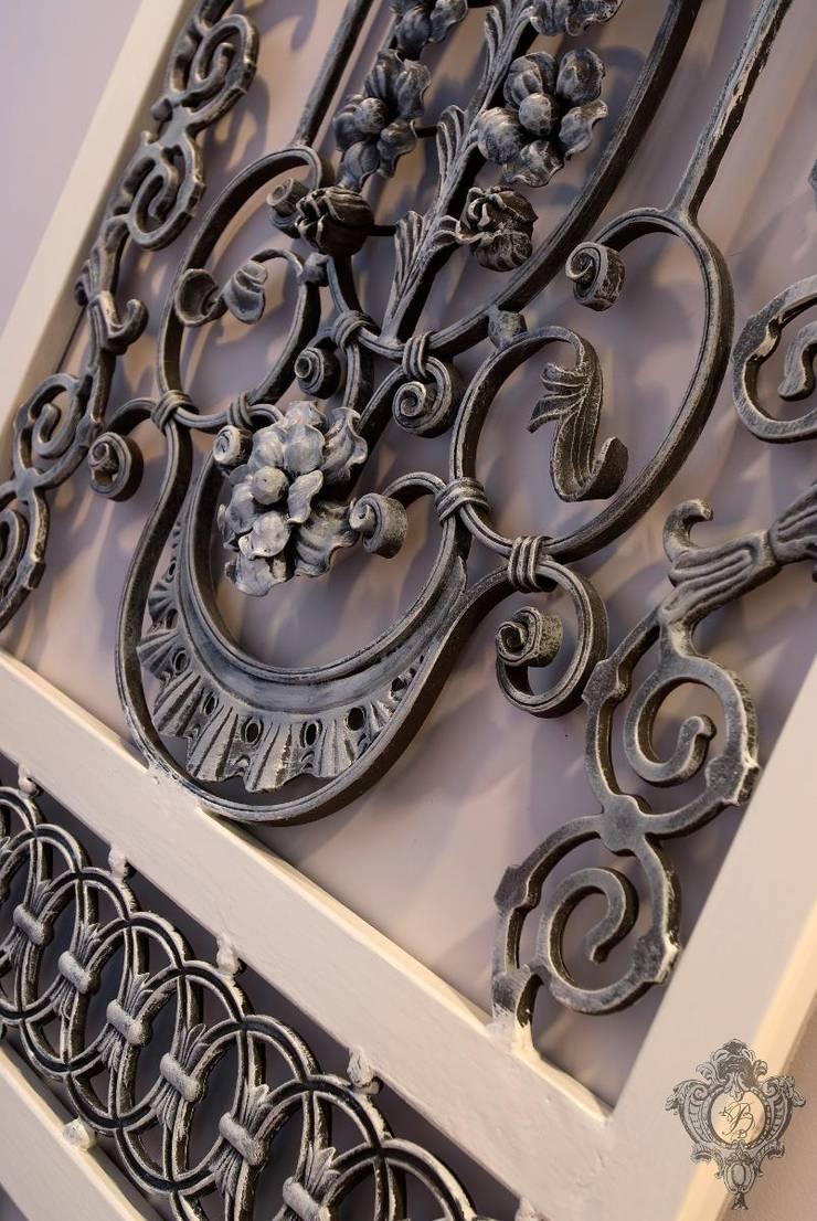 Architectural Details:  Corridor & hallway by Kellie Burke Interiors