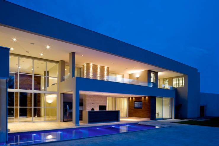 Дома в . Автор – Rosset Arquitetura, Модерн