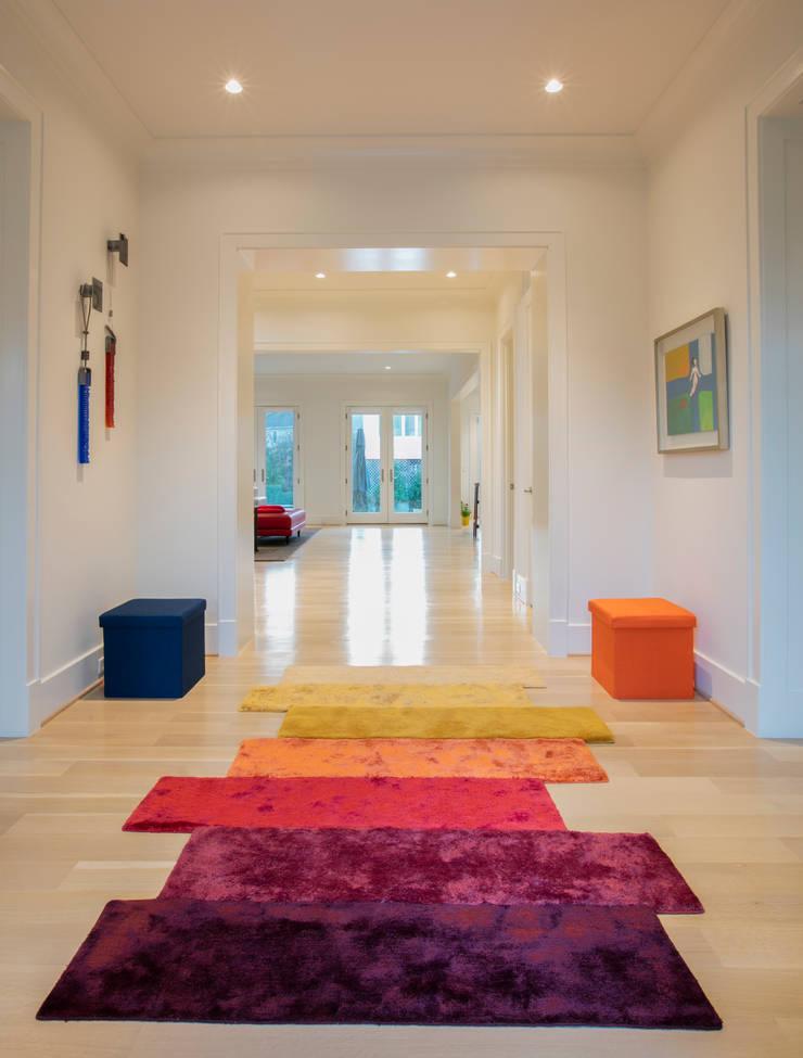 Bethesda Modern:  Corridor & hallway by FORMA Design Inc.
