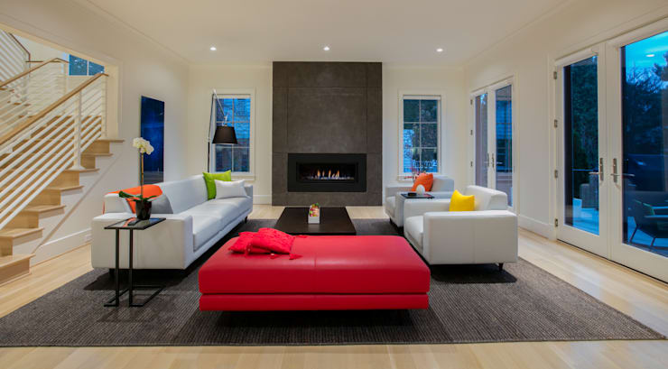 Bethesda Modern:  Living room by FORMA Design Inc.