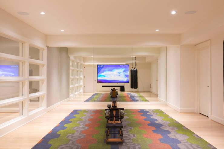 Bethesda Modern:  Gym by FORMA Design Inc.