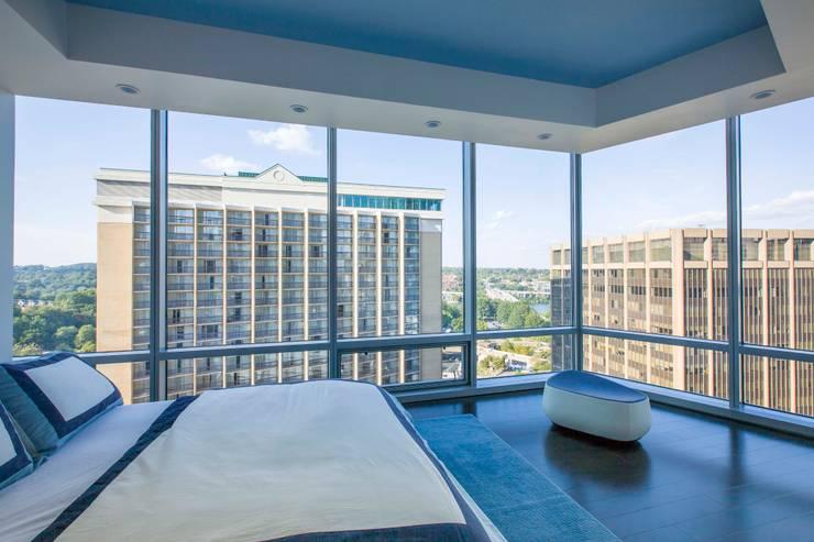 Skyline Flat in Rosslyn:  Bedroom by FORMA Design Inc.