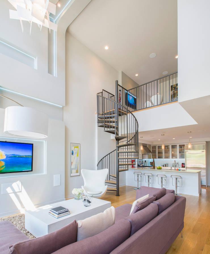 Loft in Arlington :  Living room by FORMA Design Inc.