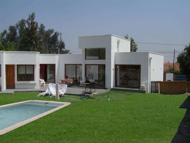 Casa Reyes: Casas de estilo  por AOG SPA