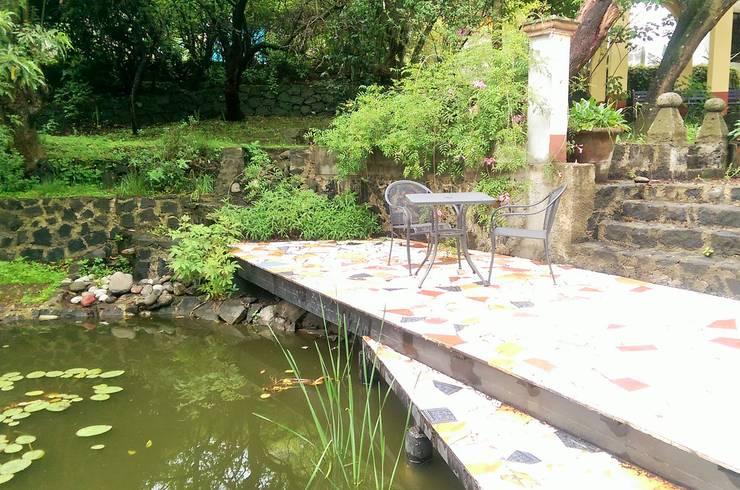 Muelle casa Tigridia: Jardines de estilo  por Paisaje Radical