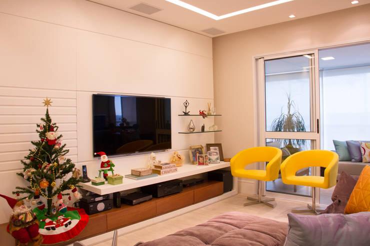 غرفة الميديا تنفيذ okha arquitetura e design